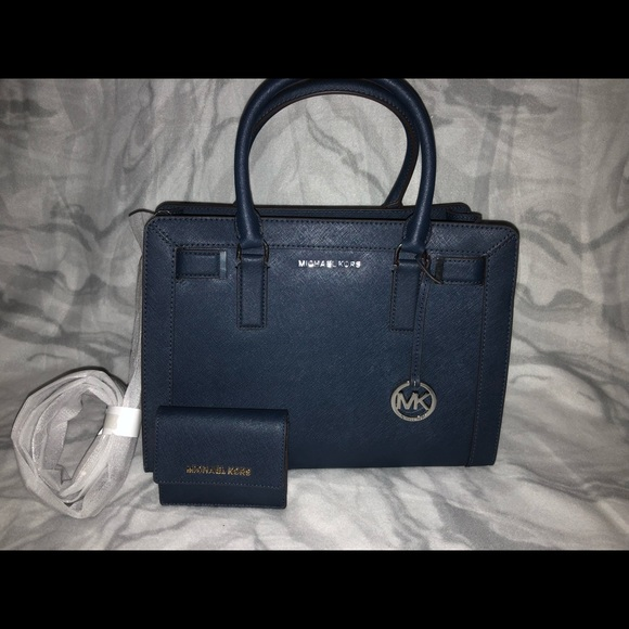 Michael Kors Handbags - Michael kors purse with mini wallet